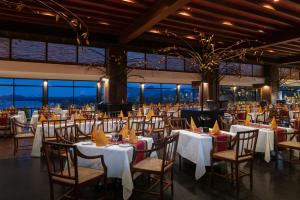 A restaurant or other place to eat at Heritance Kandalama