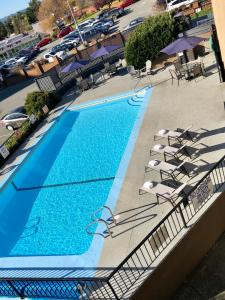 A view of the pool at Travelodge by Wyndham Victoria or nearby