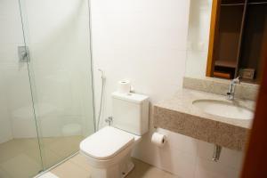 A bathroom at Orla Morena Park Hotel