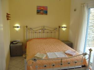 A bed or beds in a room at Ios Pelagos