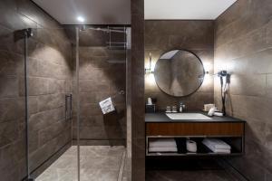 A bathroom at Radisson Hotel & Suites, Gdansk