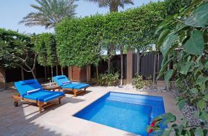 The swimming pool at or near Anantara Desert Islands Resort & Spa