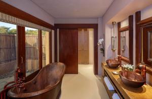 A bathroom at Anantara Sir Bani Yas Island Al Sahel Villas