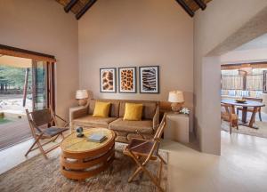 A seating area at Anantara Sir Bani Yas Island Al Sahel Villas
