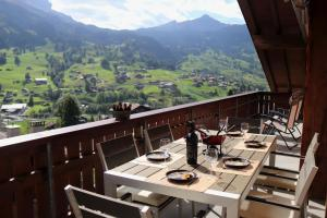 A restaurant or other place to eat at Silberhorn