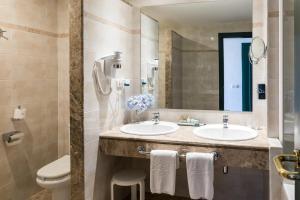A bathroom at Parador de La Palma
