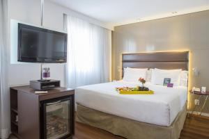 A bed or beds in a room at Mercure Sao Paulo Vila Olimpia