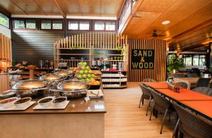 A restaurant or other place to eat at Kingfisher Bay Resort
