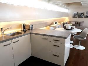 A kitchen or kitchenette at Prince Royal B&B