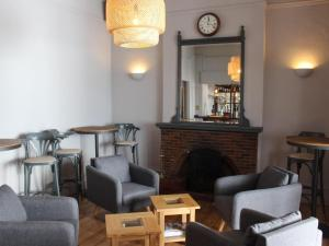 The lounge or bar area at Housel Bay Hotel