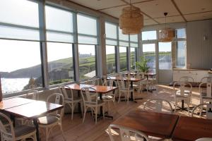 A restaurant or other place to eat at Housel Bay Hotel