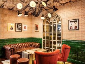 The lounge or bar area at ibis Styles London Southwark - near Borough Market