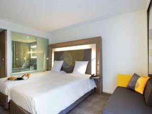 A bed or beds in a room at Novotel Avignon Centre