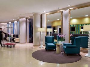 The lobby or reception area at Mercure Moscow Paveletskaya