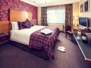 A bed or beds in a room at Mercure London Watford Hotel