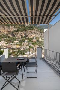 A balcony or terrace at Hotel Villa Franca