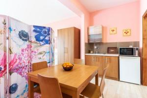 A kitchen or kitchenette at Anasa