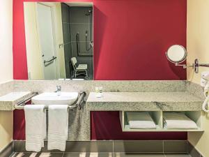 A bathroom at Mercure Ribeirao Preto