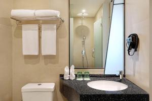 A bathroom at ibis Styles Jakarta Simatupang