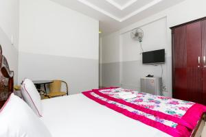 A bed or beds in a room at SPOT ON 1007 Minh Phat Hotel