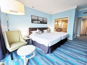 Кровать или кровати в номере Thistle Johor Bahru