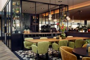 The lounge or bar area at Van der Valk Hotel Breukelen