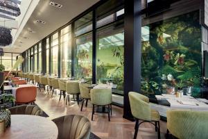 A restaurant or other place to eat at Van der Valk Hotel Breukelen