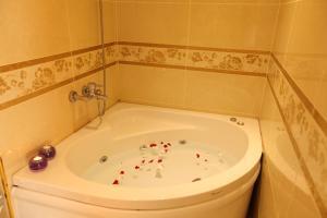 حمام في فندق سيركيجي بارك