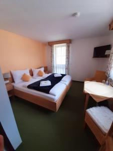 Ein Bett oder Betten in einem Zimmer der Unterkunft Hotel Landgasthof Frankenstern