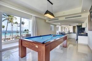 Mesa de billar en Royalton Punta Cana, An Autograph Collection All-Inclusive Resort & Casino