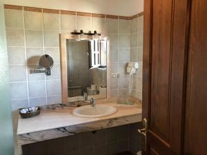 A bathroom at Posada Spa San Marcos