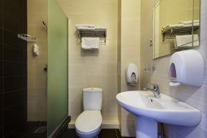 A bathroom at Hotel Marton Sholokhova