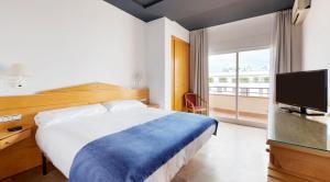 A bed or beds in a room at La Santa María