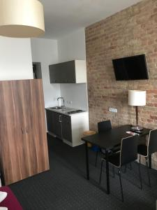 A kitchen or kitchenette at Hotel Goldmarie