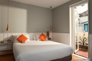 A bed or beds in a room at CasaSur Charming Hotel
