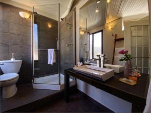 A bathroom at Hotel Villa Condesa