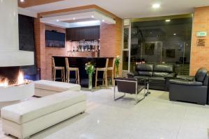 The lounge or bar area at Apartamentos Regency La Feria