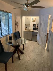 A kitchen or kitchenette at Oak Creek Terrace Resort