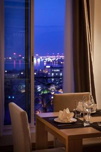 A restaurant or other place to eat at Super Hotel Candle