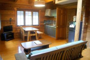 A kitchen or kitchenette at Hakuba Brownie Cottages