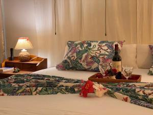 Cama ou camas em um quarto em Coco's Place Villa and Car