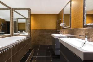 A bathroom at The Pavilions Amsterdam, The Toren