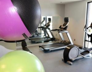 The fitness centre and/or fitness facilities at Hotel Maverick