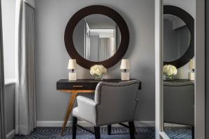 A bathroom at Four Seasons Hotel Atlanta