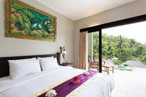 A bed or beds in a room at Kebun Villas & Resort