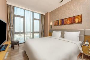 Кровать или кровати в номере Holiday Inn Express Beijing Yizhuang, an IHG Hotel