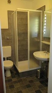 A bathroom at Johnny's wohnen auf Zeit
