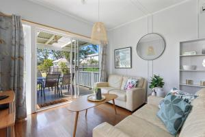 A seating area at Calm Waters Waterfront Cottages