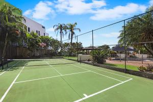 Tennis and/or squash facilities at Palmerston Tower or nearby