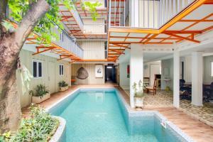 The swimming pool at or close to OYO 3300 Nadjara Residence Syariah
